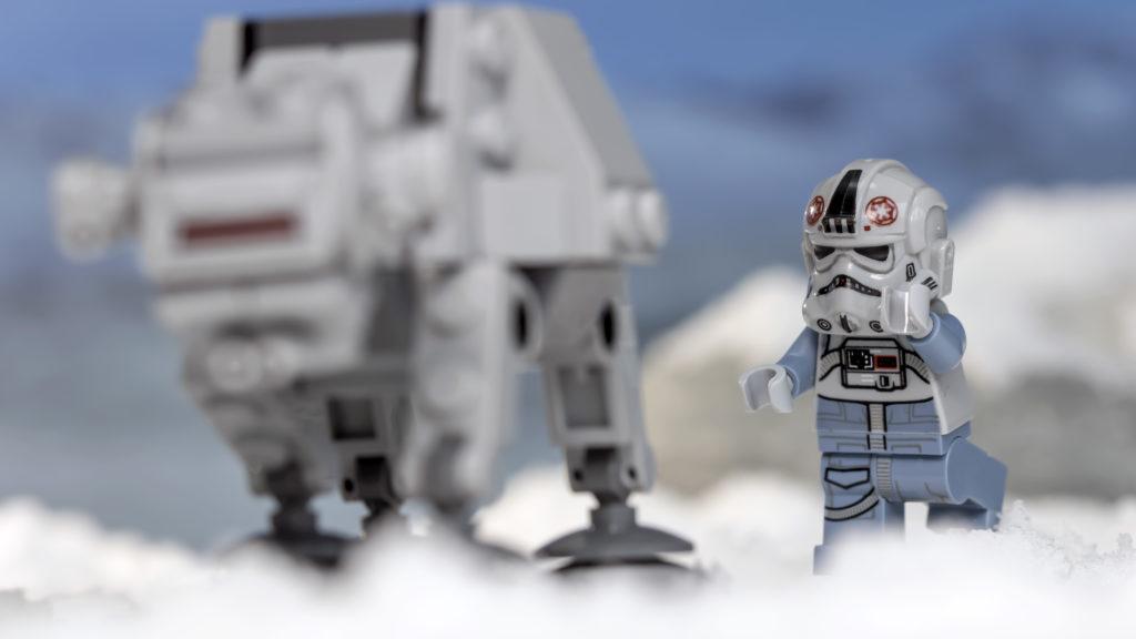LEGO Star Wars 75298 AT AT Vs Tauntaun 13
