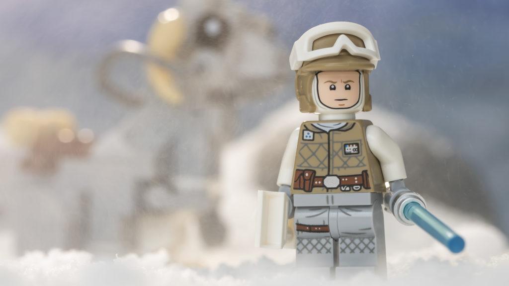 LEGO Star Wars 75298 AT AT Vs Tauntaun 2