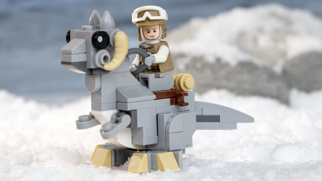 LEGO Star Wars 75298 AT AT Vs Tauntaun 26