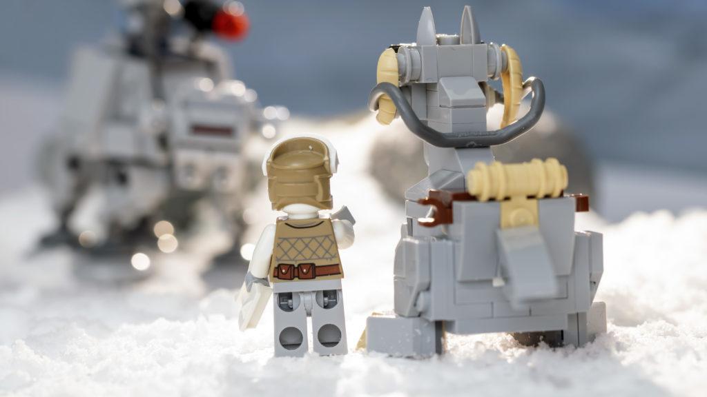 LEGO Star Wars 75298 AT AT Vs Tauntaun 27