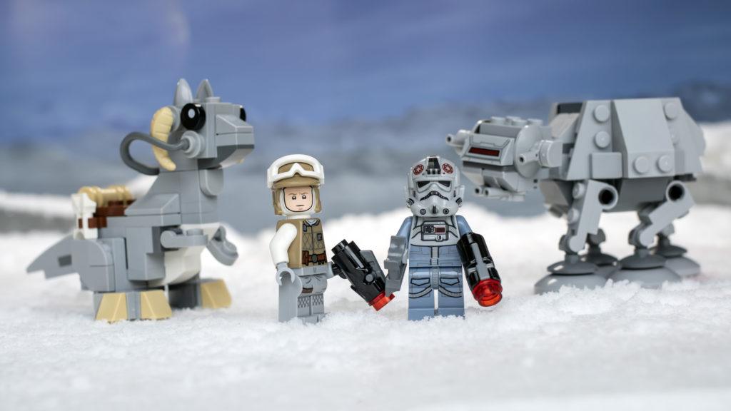 LEGO Star Wars 75298 AT AT Vs Tauntaun 31