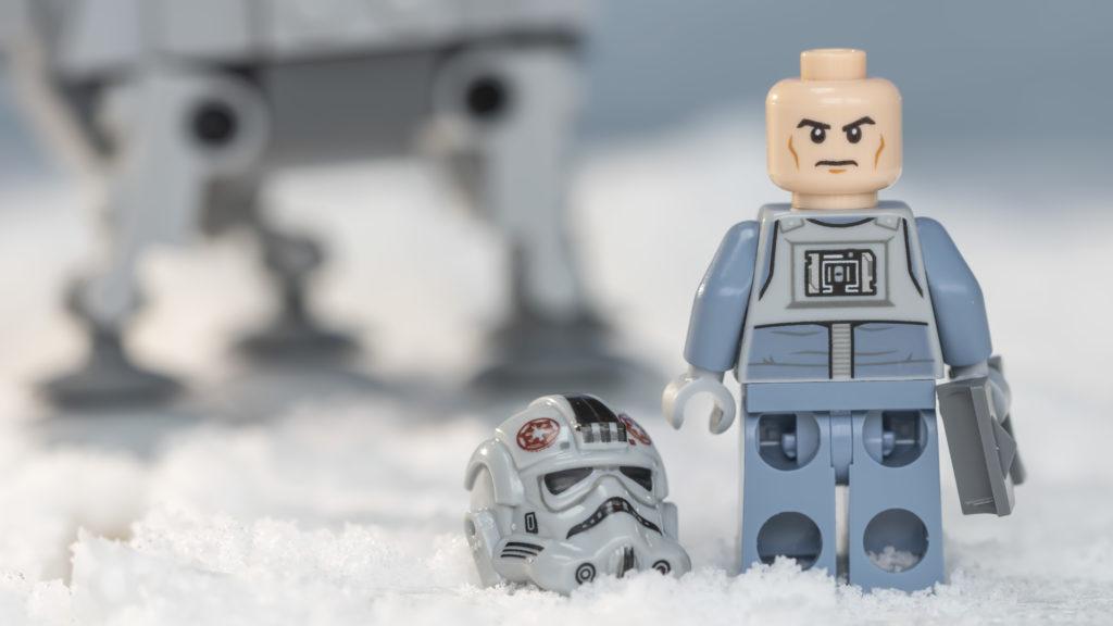 LEGO Star Wars 75298 AT AT Vs Tauntaun 4
