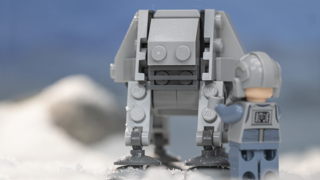 LEGO Star Wars 75298 AT AT Vs Tauntaun 8