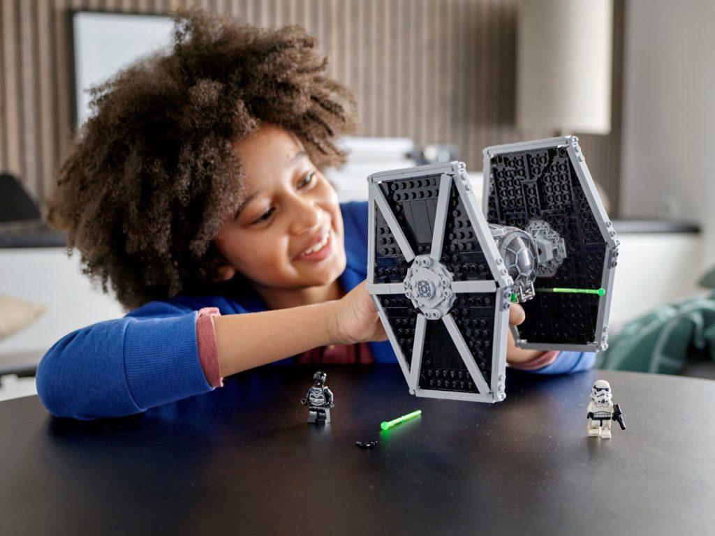 LEGO Star Wars 75300 Imperial TIE Fighter 4