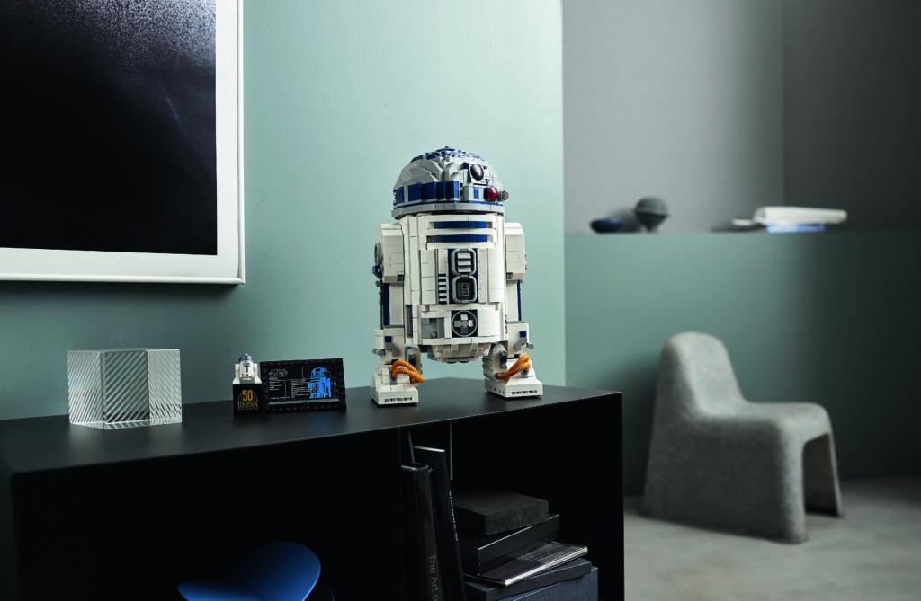 LEGO Star Wars 75308 R2 D2 12