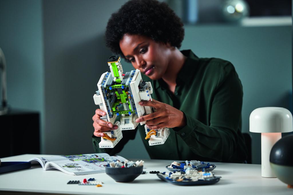 LEGO Star Wars 75308 R2 D2 8