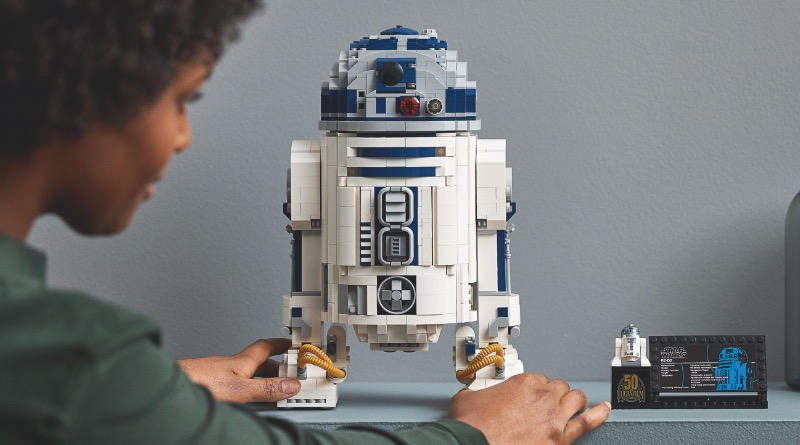 LEGO Star Wars 75308 R2 D2 Featured 3