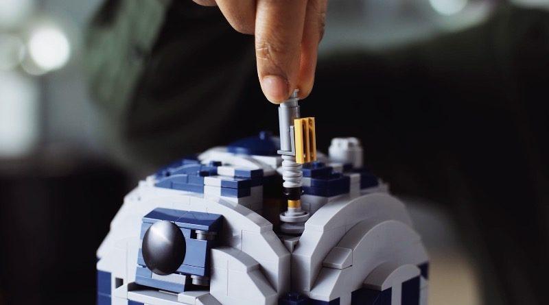 LEGO Star Wars 75308 R2 D2 lightsaber featured