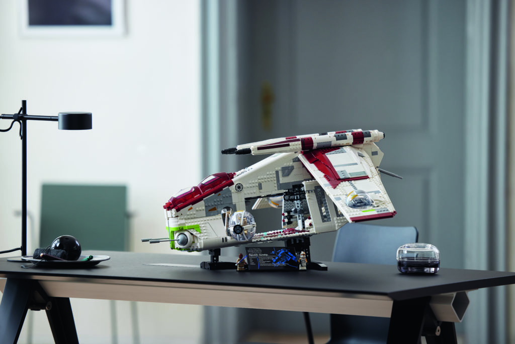 LEGO Star Wars 75309 Republic Gunship 11