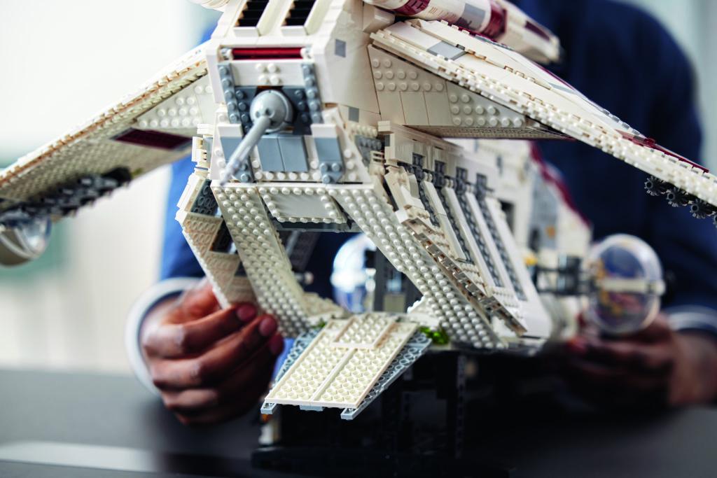LEGO Star Wars 75309 Republic Gunship 18