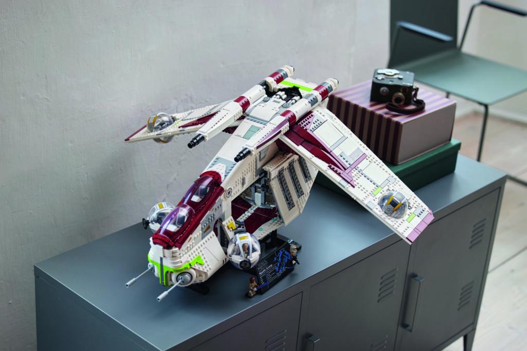 LEGO Star Wars 75309 Republic Gunship 27