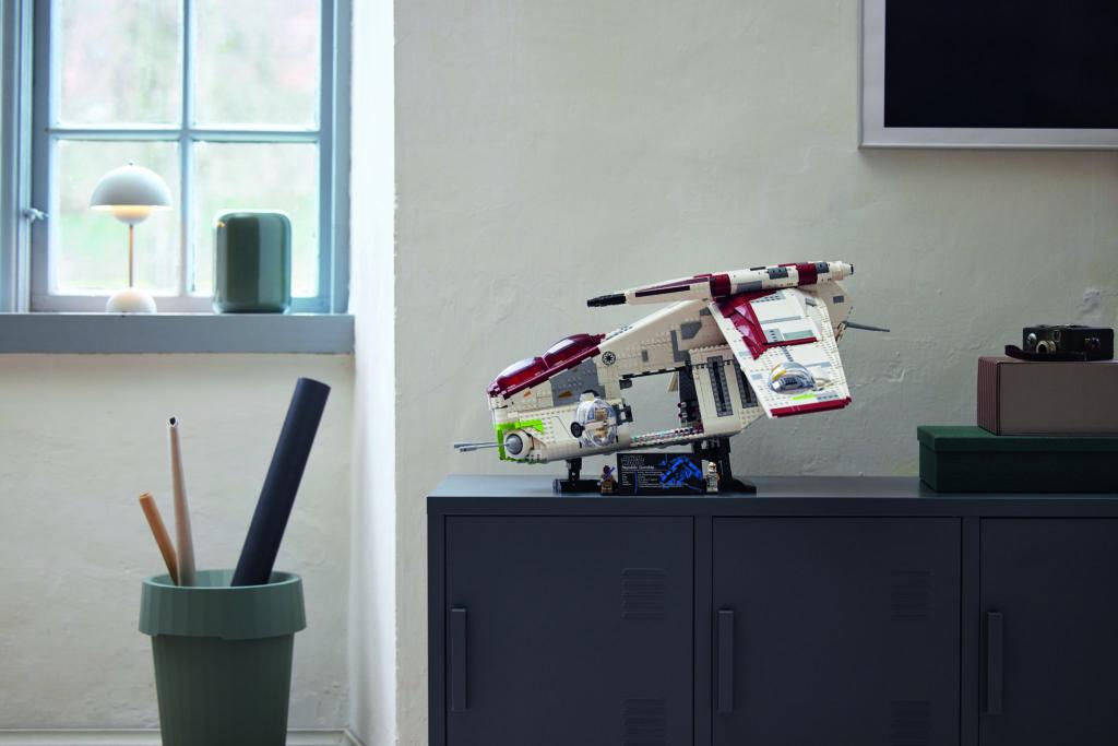 LEGO Star Wars 75309 Republic Gunship 28