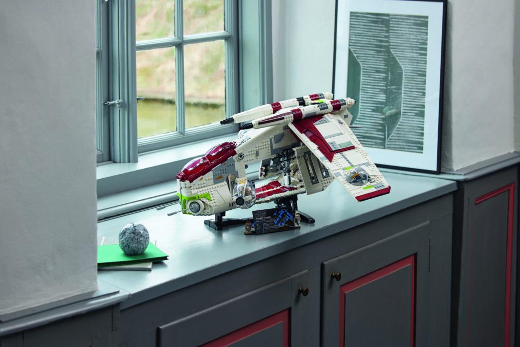 LEGO Star Wars 75309 Republic Gunship 29