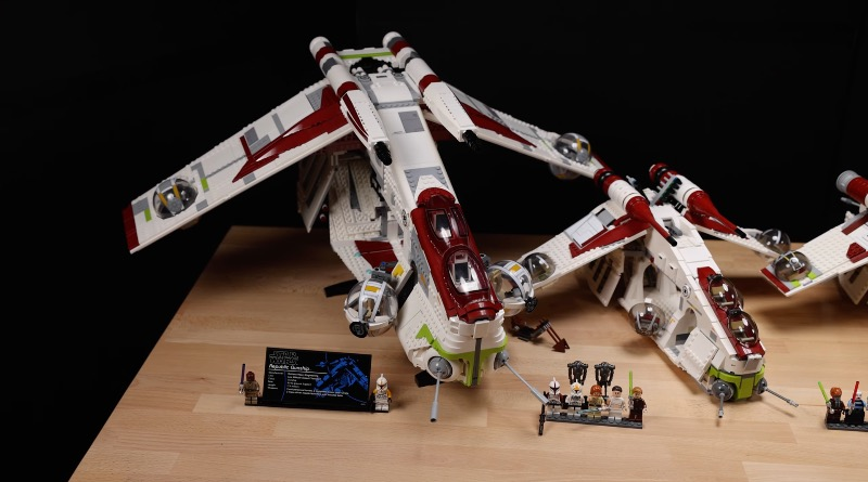 LEGO Star Wars 75309 Republic Gunship 75021 Republic Gunship Comparison Featured