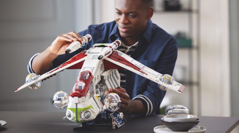 LEGO Star Wars 75309 Republic Gunship Featured 2