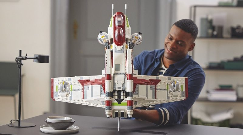 LEGO Star Wars 75309 Republic Gunship featured 4