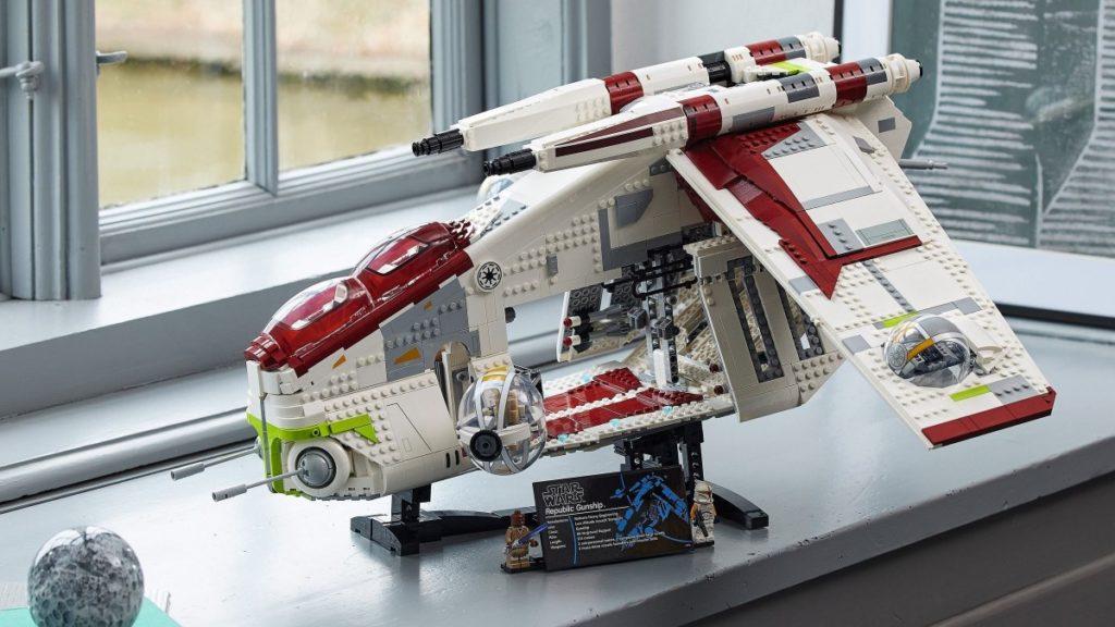 LEGO Star Wars 75309 Republic Gunship lifestyle 1 resized featured