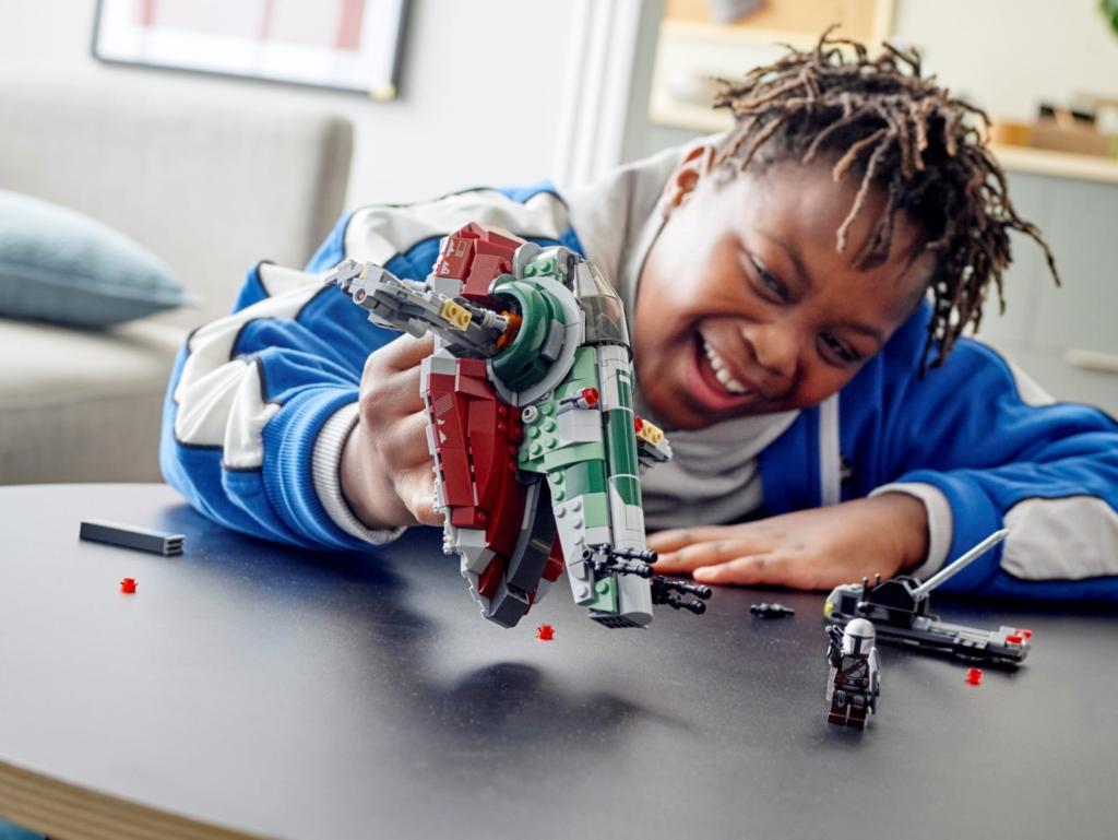 LEGO Star Wars 75312 Boba Fetts Starship lifestyle child play