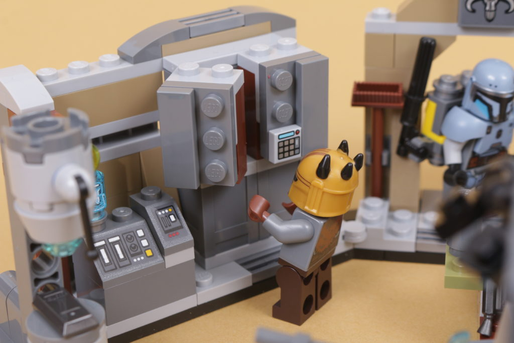 LEGO Star Wars 75319 The Armorers Mandalorian Forge review 43