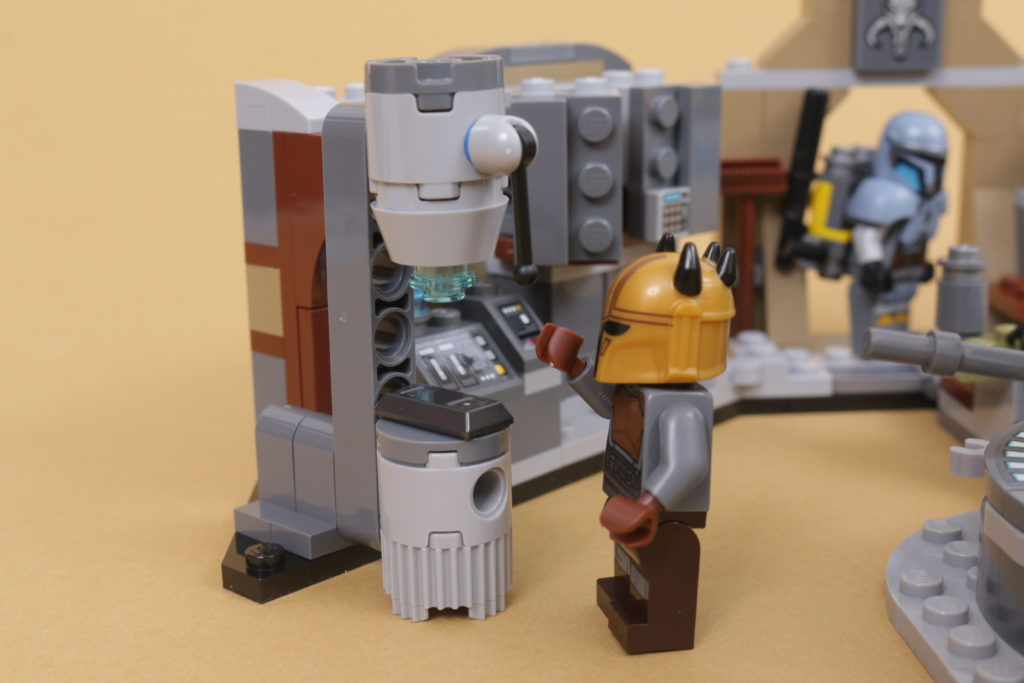 LEGO Star Wars 75319 The Armorers Mandalorian Forge review 44