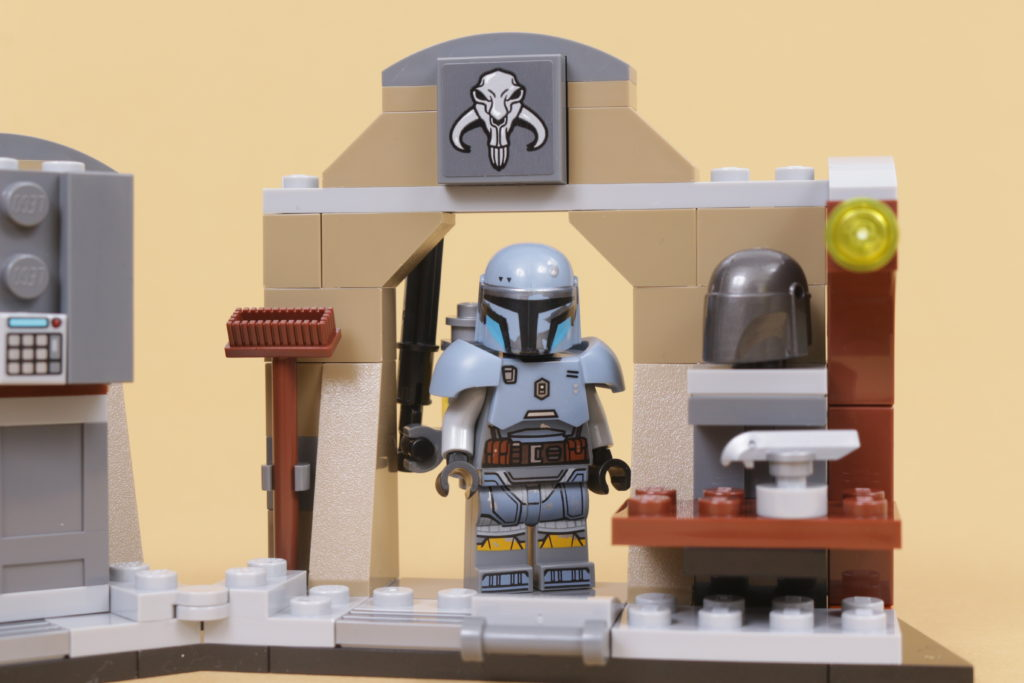 LEGO Star Wars 75319 The Armorers Mandalorian Forge review 47