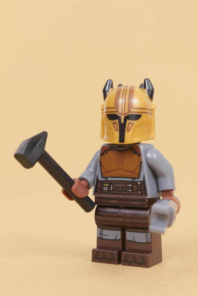 LEGO Star Wars 75319 The Armorers Mandalorian Forge review 53