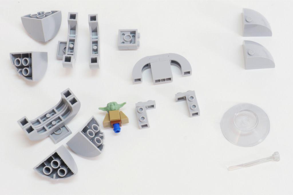 LEGO Star Wars Baby Yoda Build 4