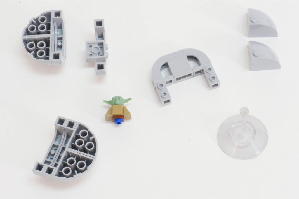 LEGO Star Wars Baby Yoda Build 5