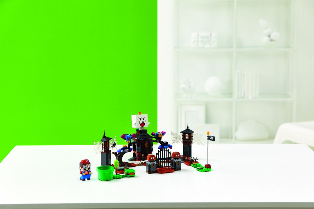 LEGO Super Mario 71377 King Boo And The Haunted Yard Expansion Set 1