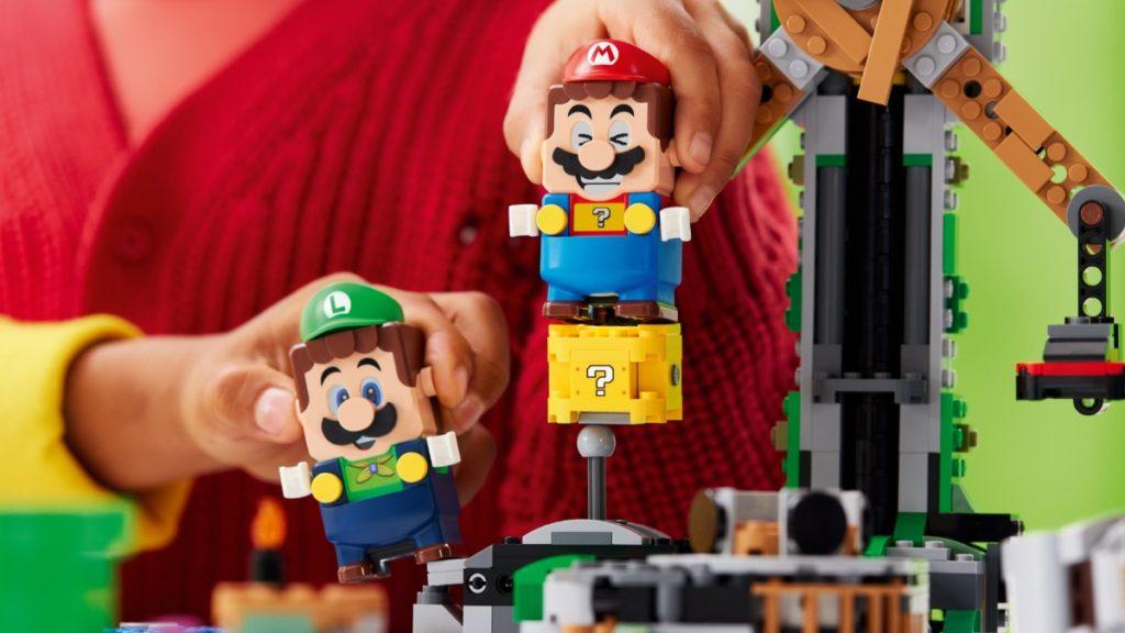 LEGO Super Mario Luigi teamwork featured