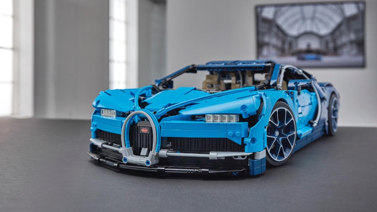 LEGO Technic 42083 Bugatti Chiron Featured Resized