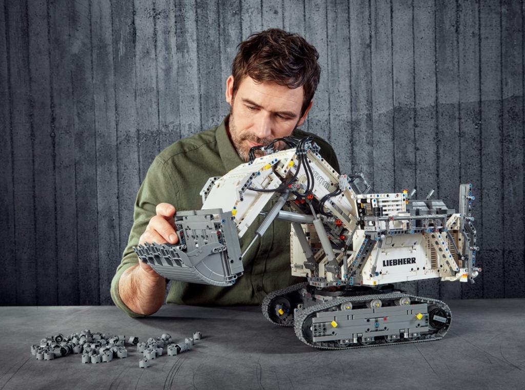 LEGO Technic 42100 Liebherr R 9800 Excavator lifestyle