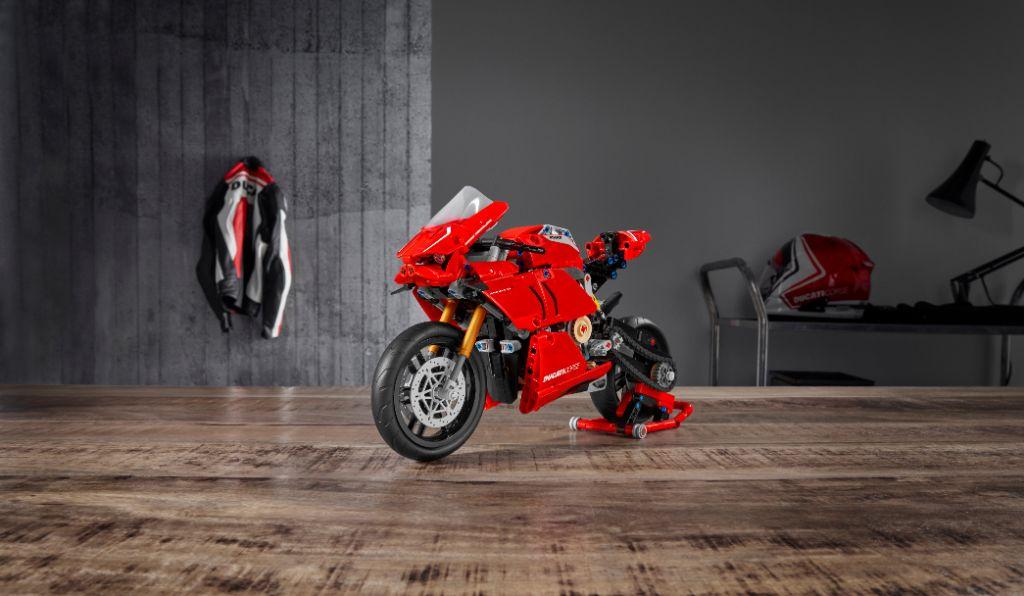 LEGO Technic 42107 Ducati Panigale V4 R 1