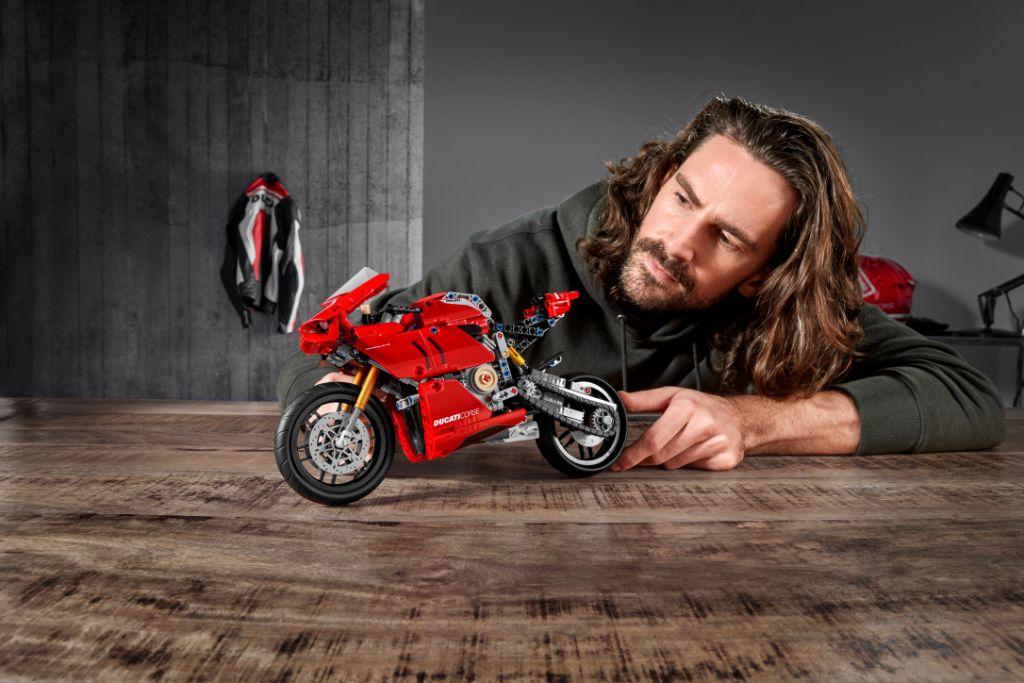 LEGO Technic 42107 Ducati Panigale V4 R 10