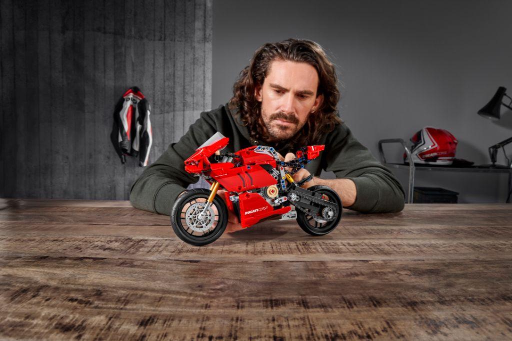 LEGO Technic 42107 Ducati Panigale V4 R 11