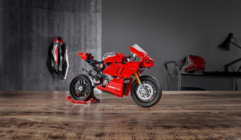 LEGO Technic 42107 Ducati Panigale V4-R