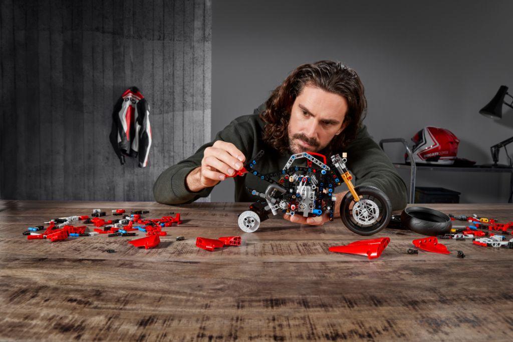 LEGO Technic 42107 Ducati Panigale V4 R 3