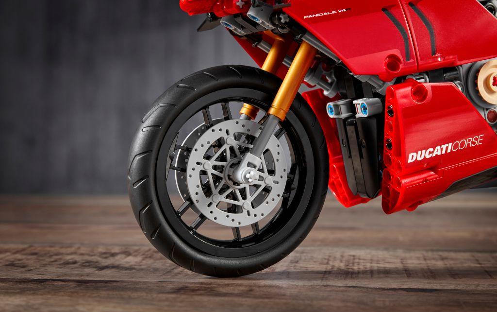 LEGO Technic 42107 Ducati Panigale V4 R 5