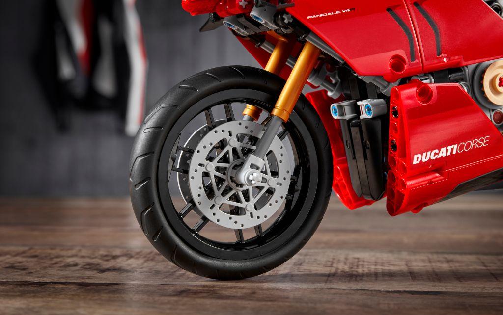 LEGO Technic 42107 Ducati Panigale V4 R 6