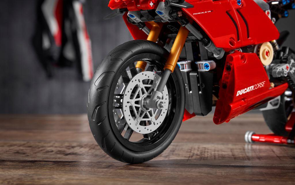 LEGO Technic 42107 Ducati Panigale V4 R 7