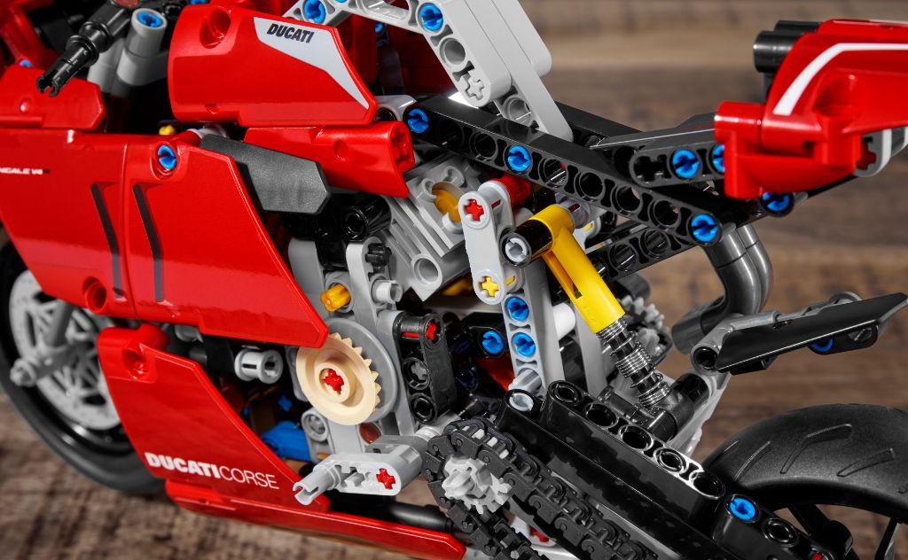 LEGO Technic 42107 Ducati Panigale V4 R 9