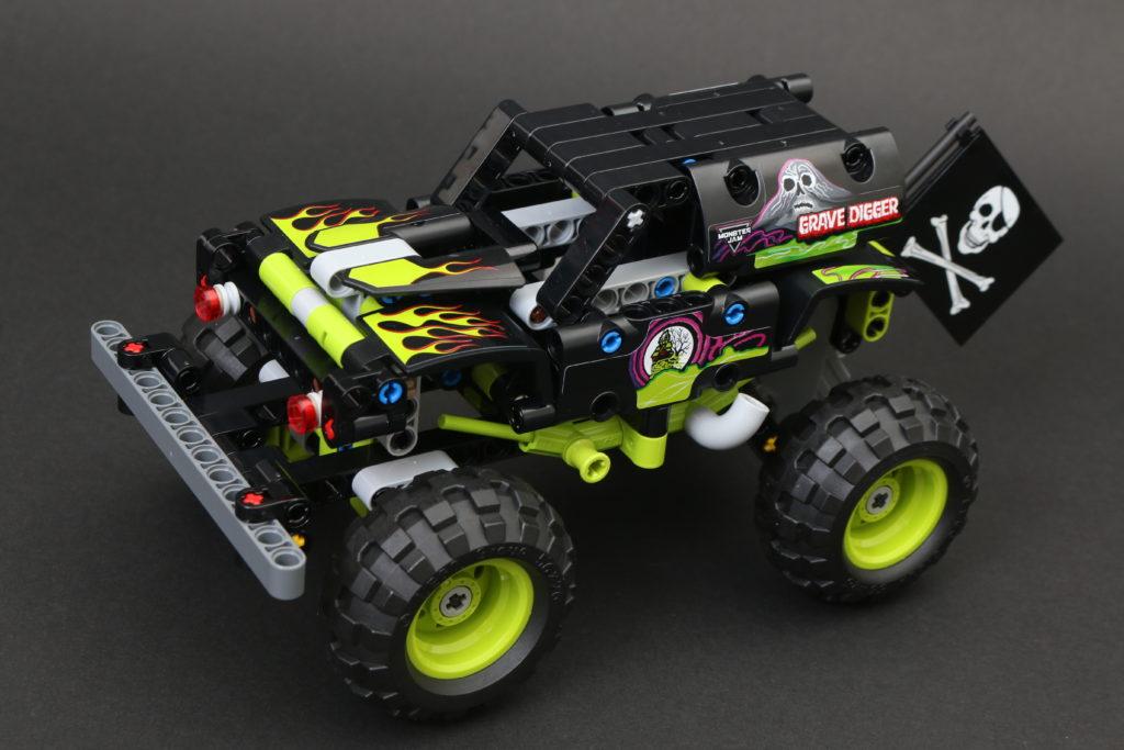 LEGO Technic 42118 Monster Jam Grave Digger Review 10 1
