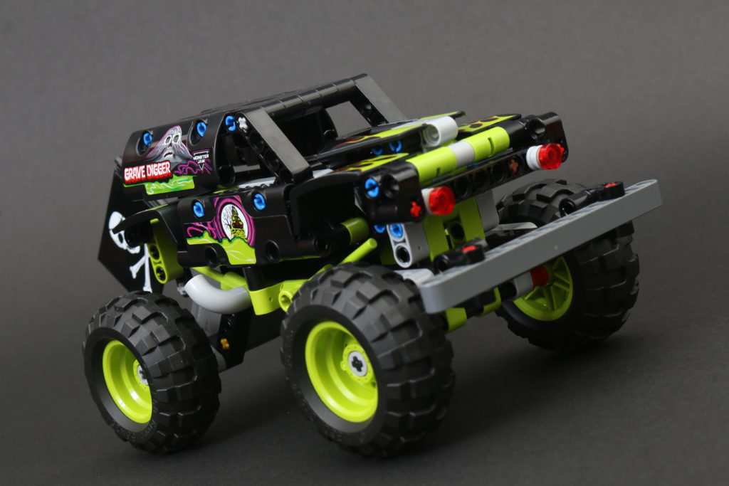 LEGO Technic 42118 Monster Jam Grave Digger Review 9