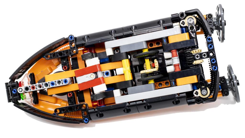 LEGO Technic 42120 Rescue Hovercraft 14