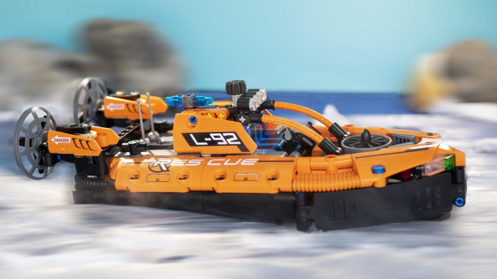 LEGO Technic 42120 Rescue Hovercraft 26