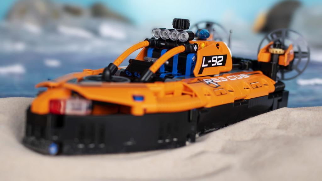 LEGO Technic 42120 Rescue Hovercraft 27