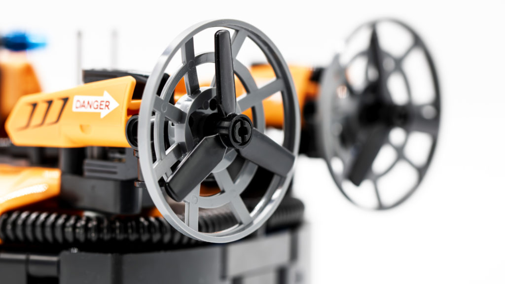 LEGO Technic 42120 Rescue Hovercraft 8