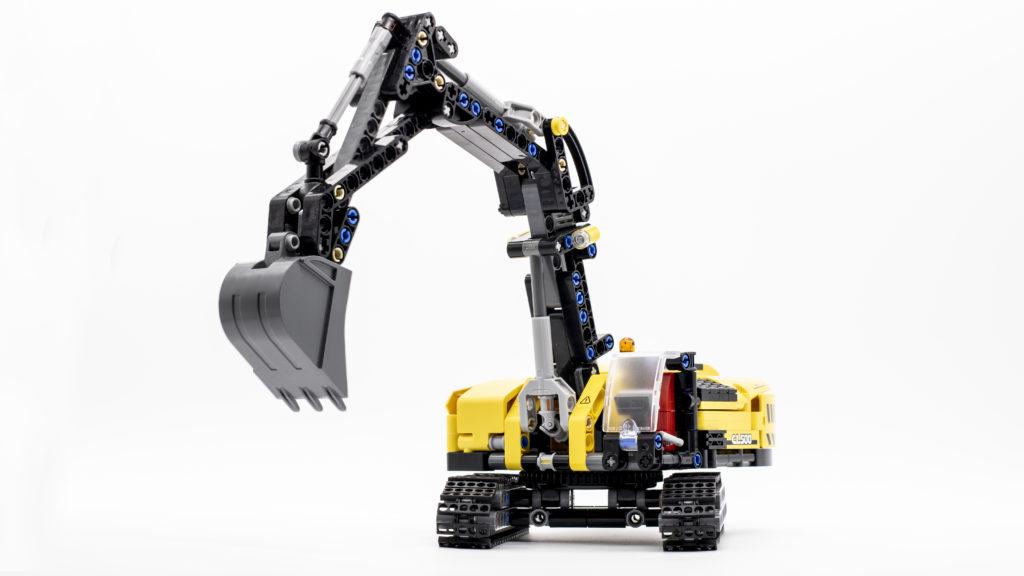 LEGO Technic 42121 Heavy Duty Excavator 1