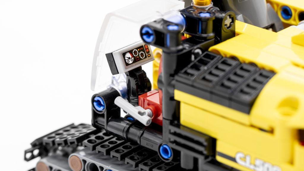 LEGO Technic 42121 Heavy Duty Excavator 11
