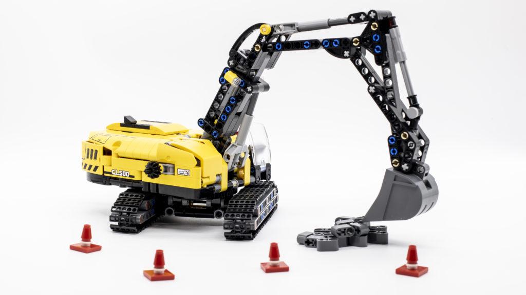 LEGO Technic 42121 Heavy Duty Excavator 14